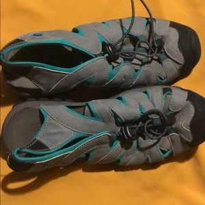Northside sandals size 8